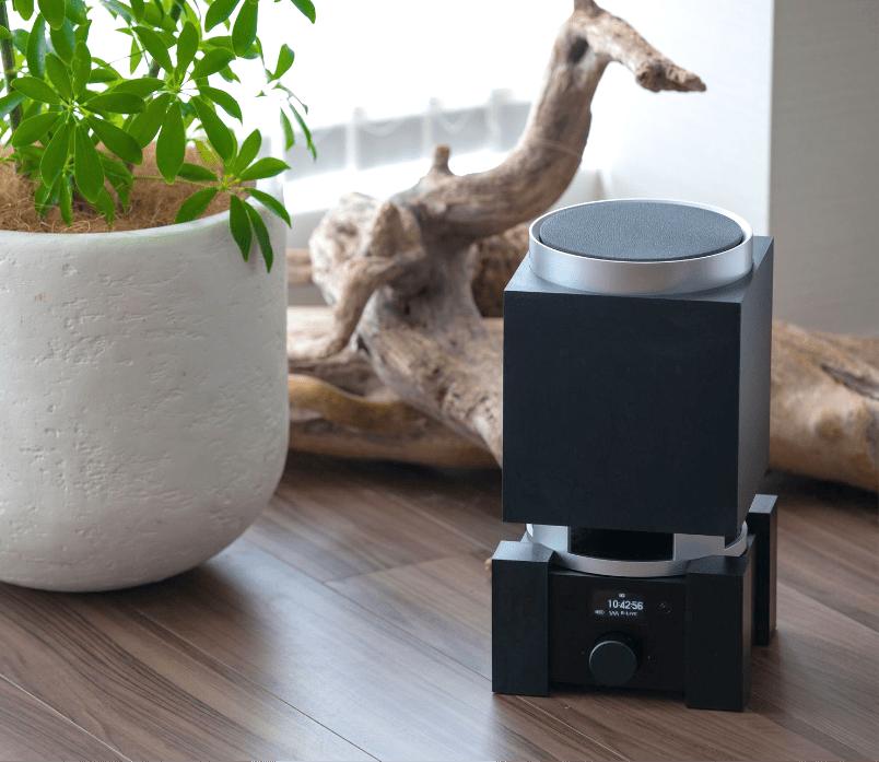 森の空気感を再現するオリジナル音響機器